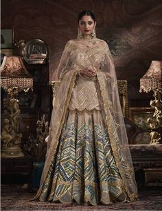 Check out 5 New Lehenga Fashion Trends for 2020 brides.From bell sleeves lehenga choli, to high waisted lehenga skirts, lots of new ideas in wedding fashion Latest Bridal Dresses, Asian Bridal Dresses, Indian Bridal Outfits, Indian Fashion Dresses, Dress Indian Style, Pakistani Wedding Dresses, Indian Designer Outfits, Pakistani Outfits, Designer Dresses