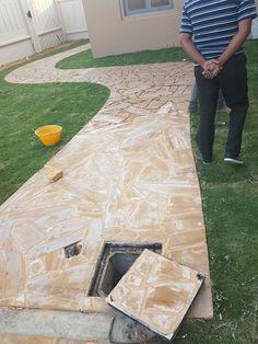 diy crazy cut sandstone paving.  compacted soil with 10cm concrete base slab.