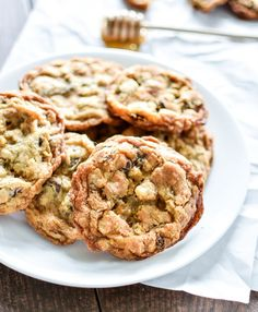 Oatmeal and Fig Chocolate Chunk Cookies are a fun spin on traditional chocolate chip cookies! | www.cookingandbee...