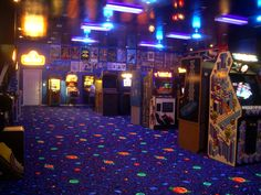 This is the feel i want to go for on the old school portion of the arcade, I really like the carpet Retro Arcade, Gravity Falls, Arcade Room, Stranger Things Aesthetic, Neon Aesthetic, Aesthetic Vintage, Cool House Designs, My New Room, Home Theater