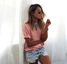 Sincerely Jules - Shorts jeans, camiseta e maxi colar
