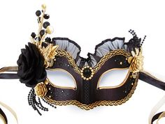 Black & Gold Masquerade Mask With Various Accents  door SOFFITTA