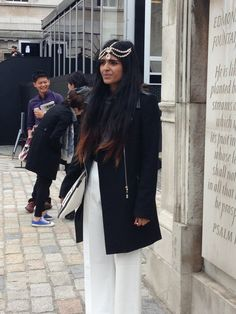 I'm obsessed with her headpiece and inlove with the eastern cultures. Headpiece, Culture, Street Style, London, Group, Amazing, Music, Books, Dresses