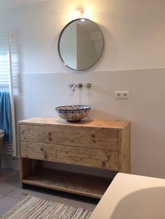 Reclaimed wood, Mexican talavera sink, bathroom | steigerhout badmeubel Mexicaanse waskom badkamer