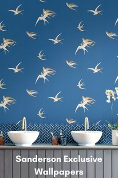 Bird Wallpaper Bedroom, Red Wallpaper, Painting Wallpaper, Bathroom Wallpaper, Latest Wallpapers, Blue Wallpapers, Hastings House, Silver Living Room, Paint Color Palettes