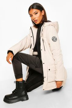 Shop boohoo's range of womens and mens clothing for the latest fashion trends you can totally do your thing in, with of new styles landing every day! Hip Hop Fashion, Pop Fashion, Barre Clothes, You Look Pretty, Plastic Raincoat, Autumn Street Style, Fur Coats, Fashion Face Mask, Padded Jacket