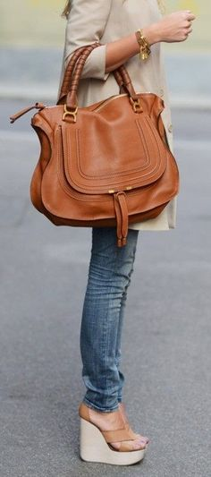 Step out this fall rocking your favorite leather purse!  Wear this versatile bag throughout the seasons, it's timeless!