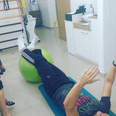 E hoje foi dia de revanche! Foi a vez dos pacientes passarem um exercício para o fisioterapeuta! #CEFFA  #pilates