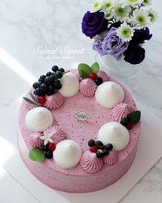 Cake Decorating Techniques, Cake Decorating Tips, Mini Cakes, Cupcake Cakes, Bolo Fresco, Fruit Cake Design, Cola Cake, Cute Birthday Cakes, Classic Cake