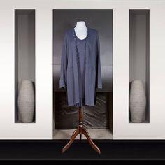 Rodika Zanian : Ensemble robe et manteau Longueur genoux En maille lourde bleu marine Valentino, Bleu Marine, Ruffle Blouse, Formal Dresses, Tops, Women, Fashion, Budget, Women's Knee Length Dresses