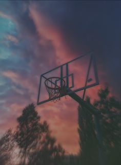 Basketball Tumblr, Basketball Pictures, Portable Basketball Hoop, Basketball Photography, League Of Legends Characters, Sunset Pictures, Backrounds, Black Wallpaper, Sports