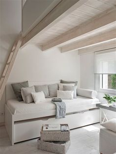 Simple and lovely bed frame with storage below.  | · ElMueble.com · Casas