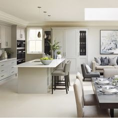 Best UK interior design styles – Sophie Patterson rustic-chic decor home inspiration ideas Kitchen Living, New Kitchen, Beige Kitchen, Kitchen Ideas, Style Blanc, Georgian Interiors, Modern Interiors, Rustic Chic Decor, Rustic Style