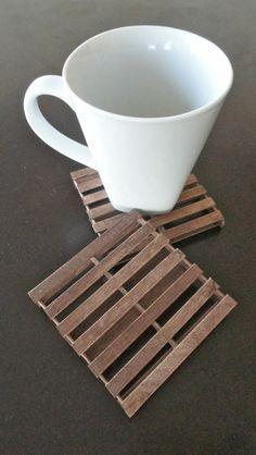 Vous cherchez une idée pour un dessous de verre? Donc, on vous donne mille et une! - Archzine.fr Duplex, Mille, Coasters, Diy Crafts, Journal, Wooden Coasters, Rustic Feel, Basket, Sewing