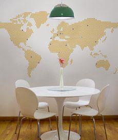 mapa mundi com 200 pins para você marcar seus lugares favoritos. Criado por Ana Luisa Brandão.