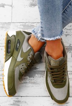 Great Everyday Shoes from 20 of the Brilliant Everyday Shoes collection is the most trending shoes fashion this season. This Everyday Shoes look related to shoes, air max, sneakers and nike was… Golf Shoes, Women's Shoes, Shoe Boots, Shoes Sneakers, 50s Shoes, Footwear Shoes, Sneakers Women, Coach Shoes, Converse Shoes