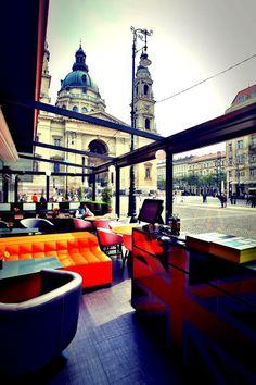 Comida, Bebidas, Música y MINI es lo que encontrarás en el Mini Bar Budapest.