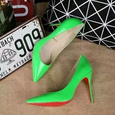 216XC122 #Christian Louboutin, lacquar leather  heel 8cm size 34-40 green