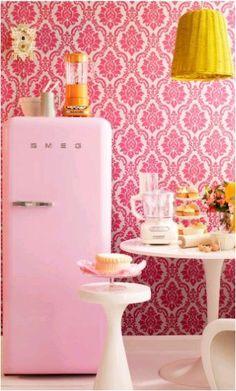 smeg retro fridge in pink, yellow, orange and white kitchen.maybe a bit kitsch but i quite like the colours and even the print on the wallpaper. Vintage Stil, Vintage Pink, Vintage Modern, Modern Retro, Danish Modern, Vintage Colors, Vintage Decor, Deco Pastel, Deco Retro