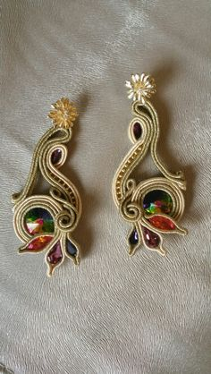 Ideas embroidery jewelry tutorial soutache earrings for 2019 Old Jewelry, Unique Jewelry, Beaded Jewelry, Handmade Jewelry, Jewelry Making, Jewellery, Soutache Tutorial, Embroidery Jewelry, Beaded Embroidery