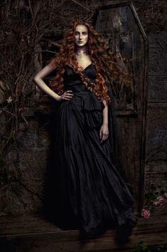Gothic Fantasy Art, Dark Fantasy, Dark Beauty, Gothic Beauty, Vampires, Gothic People, Dark Gothic, Glamour, Dark Photography