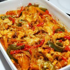 Kulinaari: Uunifajitas on helppo lohturuoka I Love Food, Good Food, Yummy Food, Mexican Food Recipes, Healthy Recipes, Ethnic Recipes, Mediterranean Recipes, Takana, Food Hacks