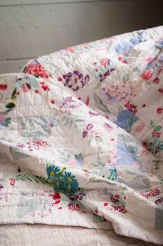 Pleasant View Schoolhouse: A Delicate Quilt from Vintage Fabrics