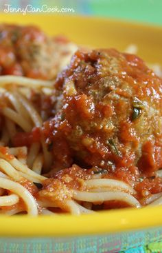Quick and Easy Spaghetti and Meatballs recipe from Jenny Jones (JennyCanCook.com) - Make this Italian family favorite, all from scratch, in 35 minutes. #spaghettiandmeatballs #jennyjones