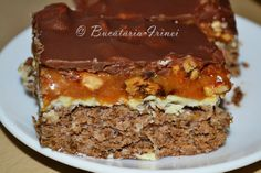 Prajitura Snickers ~ Bucataria Irinei... No Cook Desserts, Dessert Recipes, Romanian Desserts, Pinterest Recipes, Recipies, Favorite Recipes, Sweets, Homemade Food, Cooking