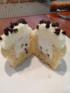Cannoli Cupcakes - I know my sister would love these