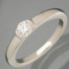 【 #スタージュエリー #Pt950 D0.202ct VS-1 F EXCELLENT ダイヤリング 8.5号】高品質な一粒ダイヤが光るダイヤモンドリングのご紹介です。見えない裏側にも #ピンクダイヤ が埋められています。爪のない枠留めタイプですので、引っ掛かりがなく普段使いにもお勧めです。リングのサイズ直し承ります。画像をクリックして頂きますと、詳細ページをご覧頂けます。 #セブンマルイ質店 TEL06-6314-1005