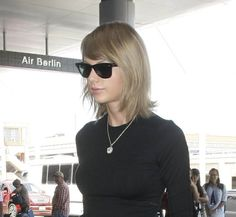 Taylor Swift in RayBan Wayfarer Sunglasses www.foursunnies.com Wayfarer Sunglasses, Taylor Swift, Ray Bans