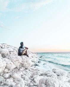 2.7 | Happy Birthday to me!  . Chegou aquele dia do ano em que fico mais velho. Lá estou eu sentado num monte de sal do Mar Morto e evitando entrar nessa linda água porque estava gelada. Acho que estou de fato ficando velho!  Bem não poderia deixar de agradecer a todos vocês que fazem cada ano da minha vida ainda mais especial! Obrigado!  . It's that time of the year that I get older. There I am sitting on a bunch of salt on the Dead Sea avoiding floating on this beautiful water because it…