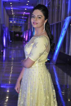 Sree Mukhi New Pics   Heroines Images