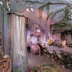 Princess Decorating For a Fairytale Bedroom - Laundry room - Dekoration Fairytale Bedroom, Fairy Bedroom, Bedroom Decor, Enchanted Forest Bedroom, Whimsical Bedroom, Magical Bedroom, Fairy Nursery Theme, Fairytale Home Decor, Bedroom Furniture