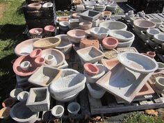 Papercrete Pots by Lee Coates - recipe and instructions here. Finally, something constructive with my shredded junk mail! Cement Art, Concrete Cement, Concrete Crafts, Concrete Garden, Concrete Projects, Concrete Planters, Diy Planters, Concrete Sculpture, Flower Planters