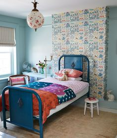 Bohemian Vintage Kids' Room: A little girl's room full of colorful prints . Bohemian Bedrooms, Bohemian Chic Home, Bohemian Kids, Look Wallpaper, Wallpaper Crafts, Bedroom Wallpaper, Textured Wallpaper, Casa Kids, Deco Boheme