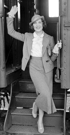 922e02b52d96 26 Delightful 1940s Woman images | 1940s woman, Fashion history ...