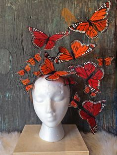 Monarch Butterfly Fascinator, Butterfly Headpiece, Butterfly Headdress by Viva Delfina Crazy Hat Day, Crazy Hats, Costume Papillon, Monarch Butterfly Costume, Cocktails Vintage, Orange Palette, Fascinators, Headpieces, Feather Painting