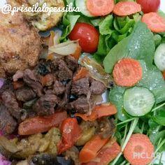Visitas merecem #comidadeverdade variada. Teve omelete de forno um de carne seca e outro de alho-poró caponata e carne com cebola manjericão e cenoura. Rolou também salada de alface agrião tomatinho cenoura e pepino. #eatclean #comacomidadeverdade #paleobr #vidalowcarb #glutenfree #gorduraboa #semrotulo #drsouto #barrigadetrigo #dietadamente #lowcarb #comidalimpa #lchf #paleo #lowcarbpaleo #eusoupaleo #teamdrsouto #teamsaado #paleotips #paleosp #menoscarboidrato #realfood #eatrealfood…