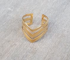 This triple gold chevron ring is the perfect boho chic piece for any daytime or evening look. This on-trend chevron ring features a shiny gold