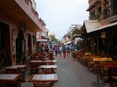 shops and restaurants on Isla Mujeres
