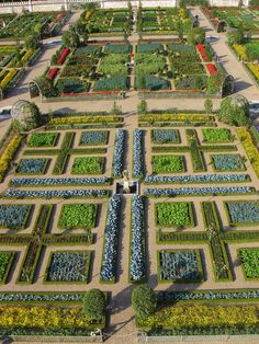 I would love to have a veggie garden this beautiful