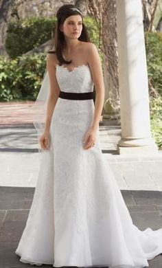 Watters 1079B 6: buy this dress for a fraction of the salon price on PreOwnedWeddingDresses.com