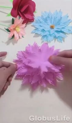 Cool Paper Crafts, Paper Flowers Craft, Paper Crafts Origami, Flower Crafts, Diy Flowers, Tissue Paper Decorations, Tissue Paper Crafts, Diy Crafts Hacks, Diy Crafts For Gifts