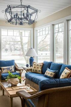 20 Cozy Sunroom Design Ideas Perfect for Relaxing - Style Motivation Sunroom Furniture, Living Room Furniture, Outdoor Furniture Sets, Sunroom Decorating, Sunroom Ideas, Porch Ideas, Small Sunroom, Sala Grande, Beach Cottage Decor