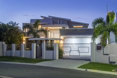 NORTHAVEN, a Gold Coast Waterfront House   Stayz