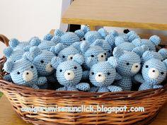 Amigurumis en un Click: Souvenirs de nacimiento Crochet Santa, Crochet Toys, Crochet Baby, Baby Showers, Baby Boy Shower, Baby Shower Souvenir, Amigurumi Patterns, Crochet Patterns, Crochet Christmas Trees