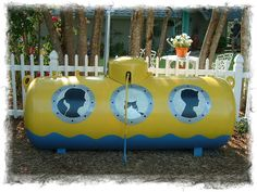 Submarine Propane Tank - I DO plan on doing this! Already had the idea, but love the silhouettes that this design adds. Big Hot Dog, Propane Tank Art, Simple Art Designs, Design Ideas, Tank I, Adventures In Wonderland, Yellow Submarine, Outdoor Projects, Outdoor Ideas