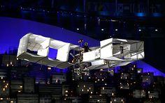 Abertura da Rio 2016 exalta diversidade, mistura ritmos e tem voo do 14 Bis